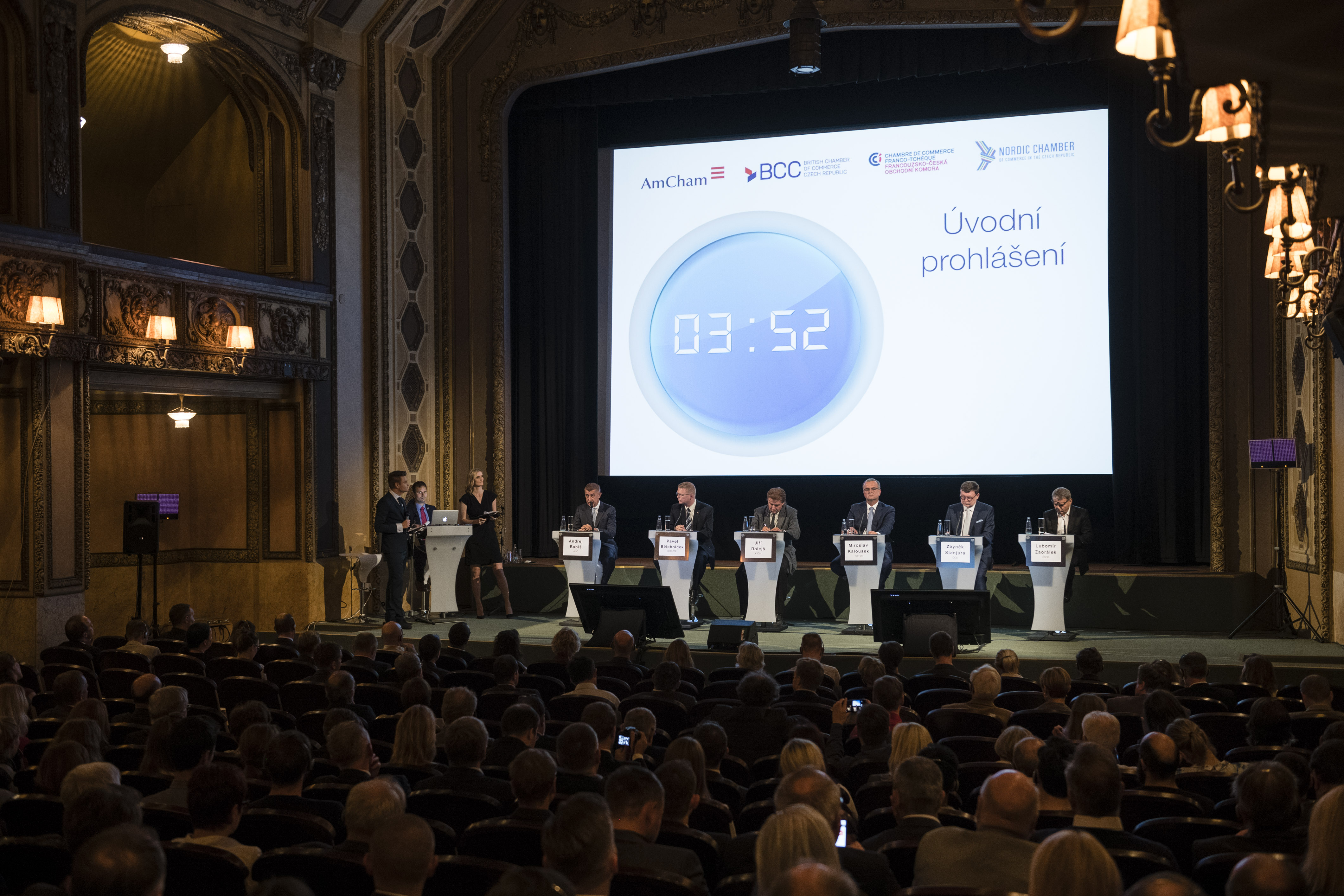 Video and photogallery of pre election debate with for Chambre de commerce franco tcheque
